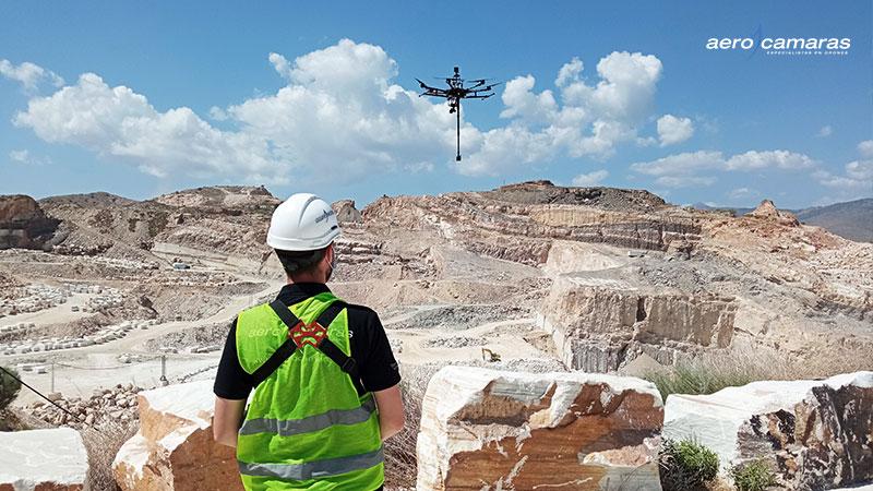 Dron realizando servicios para ayuntamientos y administraciones públicas